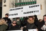 Wciąż trwa protest urzędników Sądu Rejonowego w Gdyni. Chcą dopuszczenia do negocjacji