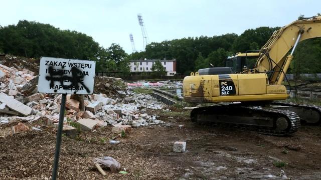 Wrocław, Stadion Olimpijski, wyburzanie dawnego kompleksu basenów.