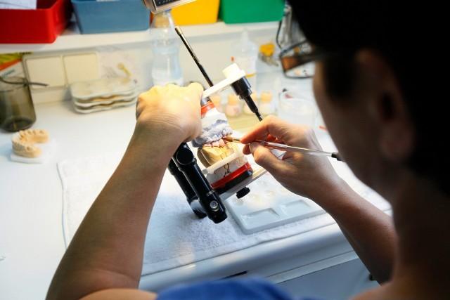Firma ubezpieczeniowa za cztery złamane zęby musiała zapłacić 18 tys. złotych