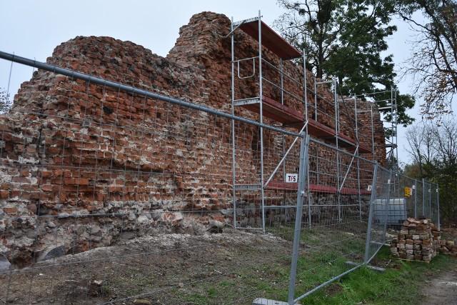 Prace w ruinach zamku rycerskiego w Szubinie trwają, ale w sierpniu będą tu już koncerty