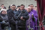 Pogrzeb Bohdana Smolenia: Tłumy żegnały aktora na cmentarzu w Przeźmierowie [ZDJĘCIA]