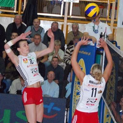 Lucie Muhlsteinova (wystawia) i Dominika Koczorowska (w ataku) zagrały w Mielcu kapitalny mecz