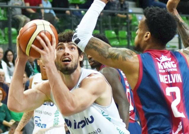 Tony Meier był koszykarzem Zastalu Zielona Góra w skróconym z powodu koronawirusa sezonie 2019/2020. Wraz z kolegami z zespołu sięgnął po tytuł mistrza Polski