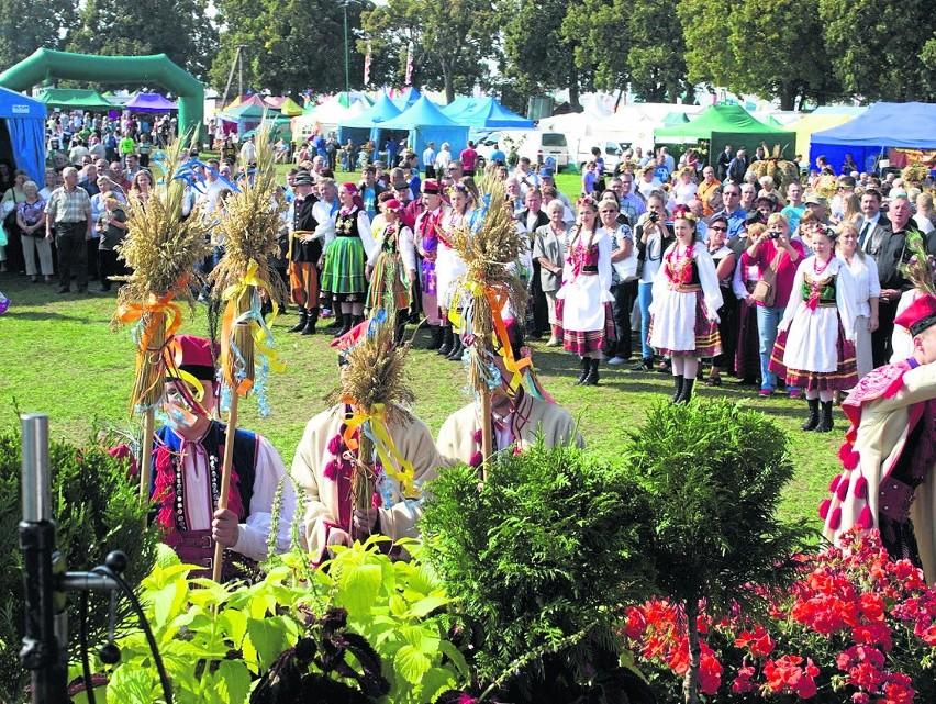Uroczystości dożynkowe odbędą się w niedzielę, ostatniego dnia targów.  Ceremoniał rozpocznie się o godz. 10 mszą dziękczynną za zebrane plony, potem środkiem przejdzie korowód z wieńcami.