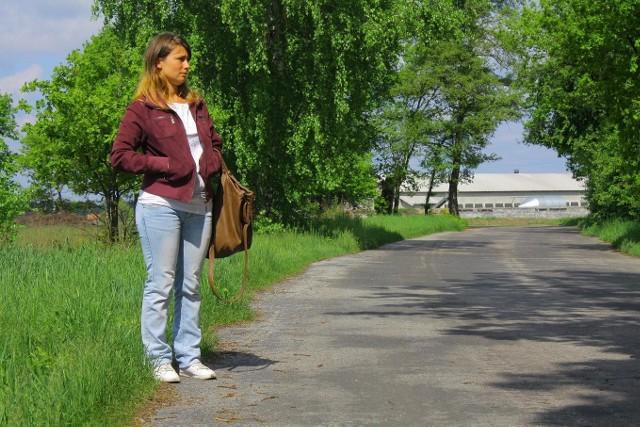 - Młodsi idą do nowej Soli piechotą, lub jadą rowerem. Starsi mają już dużo gorzej, mówi - Agata Spychała z Nowego Żabna.