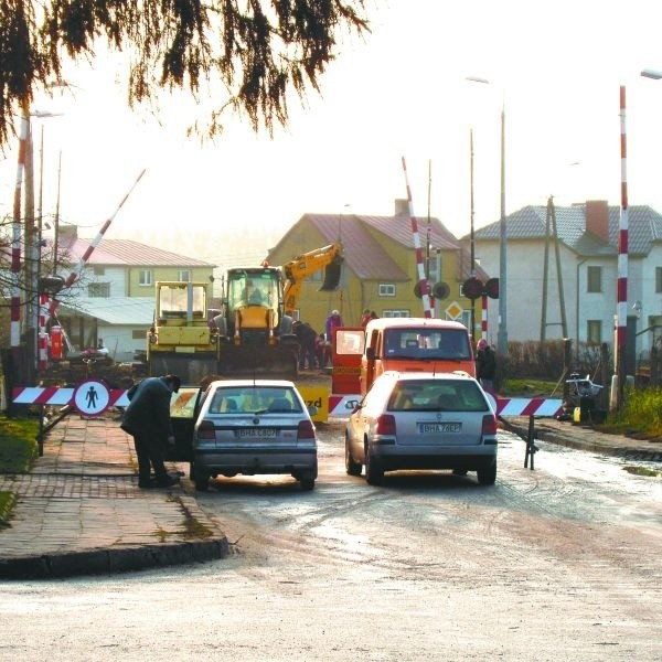Odcinek ulicy Szkolnej w Łapach to obraz nędzy i rozpaczy. Ale jest szansa, że to się zmieni. W przyszłym roku znajdą się pieniądze na opracowanie projektu remontu tej drogi. A inwestycja jest zapowiadana na 2010 rok.