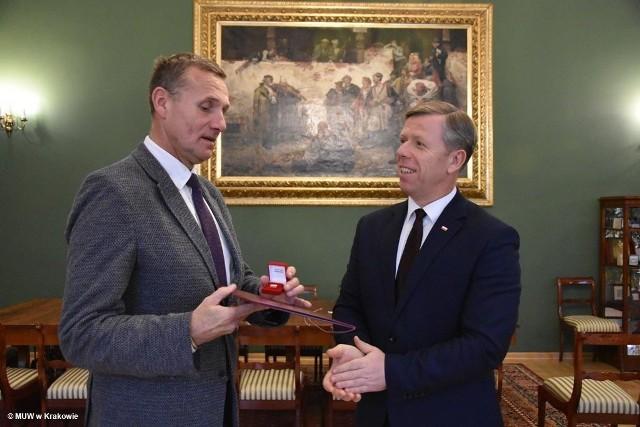 26 listopada 2018 roku, ówczesny wojewoda małopolski Piotr Ćwik (odwołany przez premiera w sierpniu) przekazał nominację na urząd wicewojewody Zbigniewowi Starcowi.