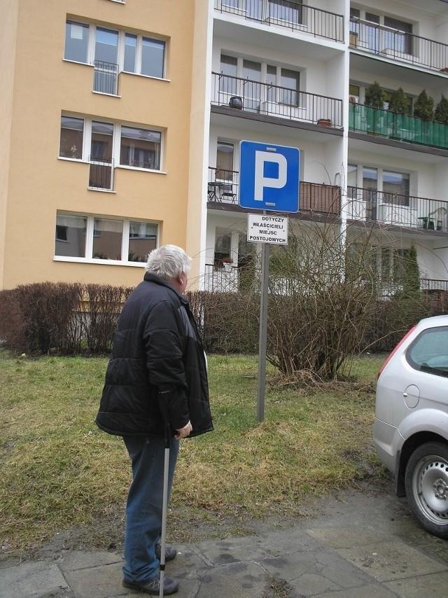 Takich wykupionych od spółdzielni stanowisk do parkowania jest bardzo dużo...