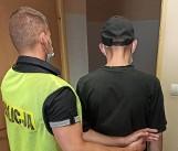 Płacił zeskanowaną kartą płatniczą kolegi, a w domu miał amfetaminę. 27-latek zatrzymany przez policję