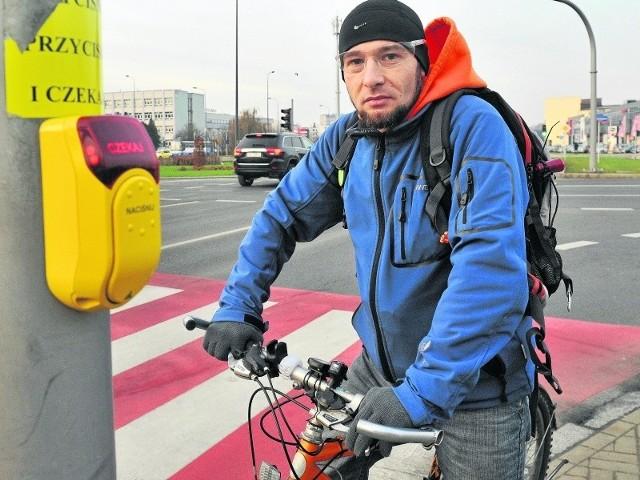 - Stacje zostaną zamontowane przy hipermarkecie Auchan oraz nad Wisłokiem. Na dokładną lokalizację drugiej z nich trzeba jednak zaczekać - mówi Arkadiusz Turoń ze stowarzyszenia rowery.rzeszow.pl.