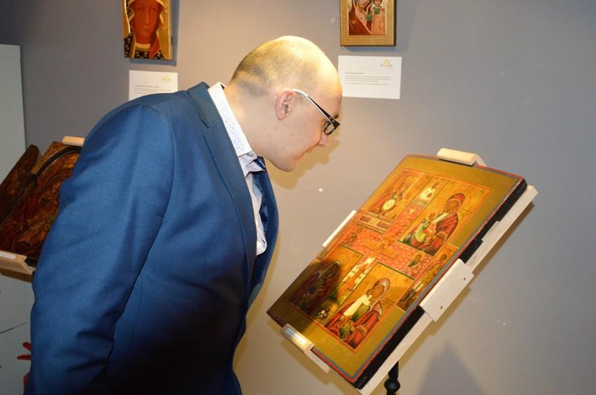 W Miejskiej Bibliotece Publicznej w Opolu można oglądać wystawę ikon [ZDJĘCIA]