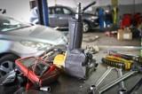 Tak oszukują mechanicy samochodowi! Zobaczcie sztuczki nieuczciwych mechaników