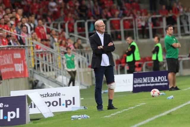Trener Franciszek Smuda z opatrunkiem na kolanie