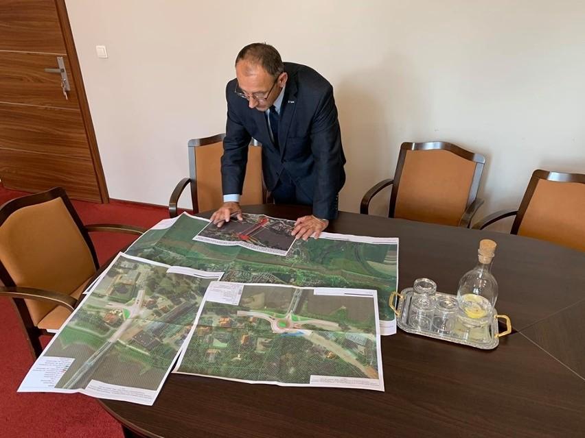 Burmistrz Marek Cebula obawia się, że po remoncie most wciąż będzie pod dużym obciążeniem.