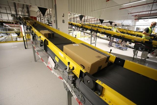 W pierwszej fazie projektu uruchomionych zostanie 3 tys automatów, z czego 1,5 tys zostanie zainstalowanych jeszcze w tym roku.
