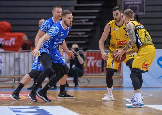 Filip Struski (na zdj. z lewej) to zawodnik doświadczony na 1-ligowych parkietach