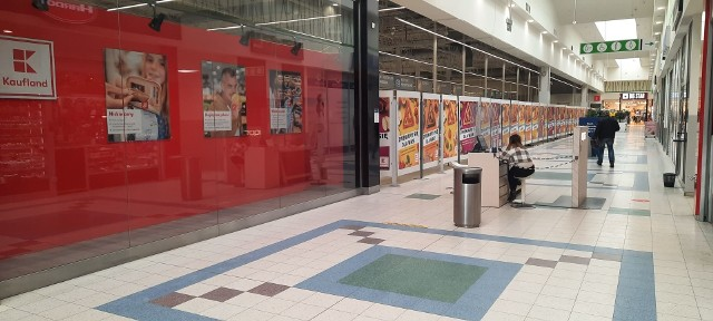Hipermarket Tesco został zamknięty w grudniu ubiegłego roku. W jego miejscu powstaje Kaufland. To drugi hipermarket tej sieci w Zielonej Górze.