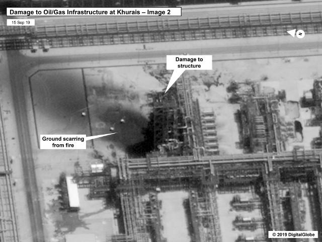 Zdjęcie instalacji naftowych Aramco w Arabii Saudyjskiej zniszczonych przez drony w niedzielę, 15 września.