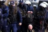 Policja podsumowuje protesty z 10 kwietnia: zatrzymania, wnioski o ukaranie, mandaty i naruszanie obostrzeń