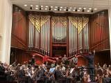 """""""Skandal"""" w filharmonii. Rap na zakończenie koncertu inauguracyjnego. Część ludzi wyszła. Pozostali - wiwatowali"""