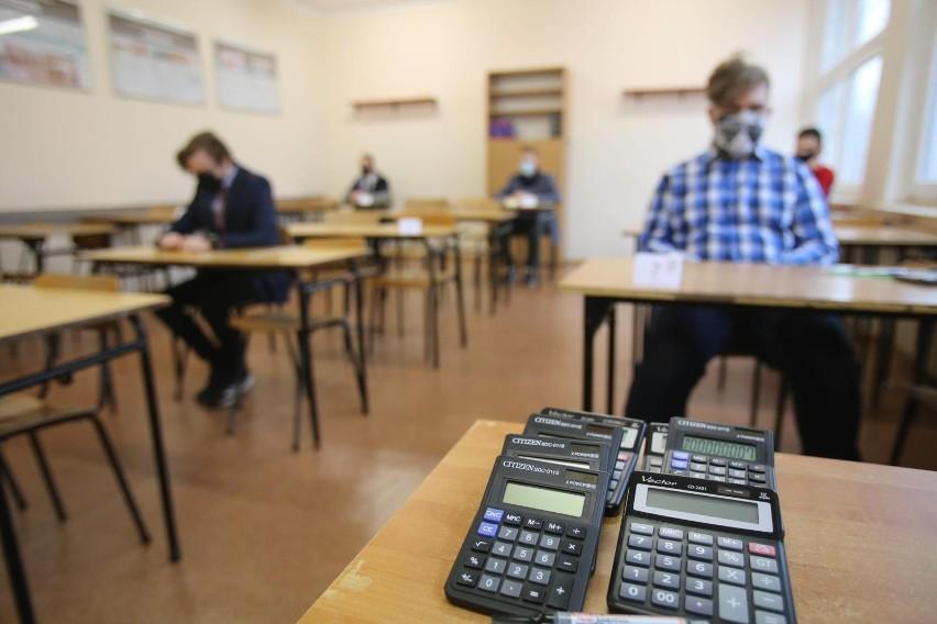Uczniami techników napisali egzamin zawodowy 2021. Zobacz...