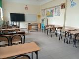 Zmiany w oświacie w Dąbiu. Rodzicie i nauczyciele walczą o dotychczasową dyrektor szkoły podstawowej, która została odwołana ze stanowiska