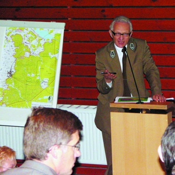 - Objęcie całej Puszczy Białowieskiej strefą ochronną to na razie mrzonki - przekonywał Ryszard Kapuściński, dyrektor Lasów Państwowych