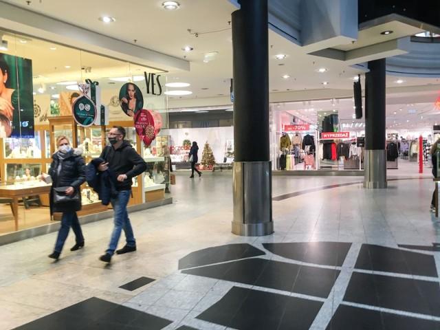 Dostałeś nietrafiony prezent? Jeżeli masz dowód zakupu - możesz go zwrócić lub wymienić. Sprawdź jak to zrobić, kiedy po 28 grudnia wiele sklepów będą zamknięte.