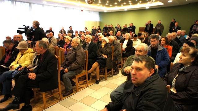 Krzysztof Kononowicz na spotkaniu przeciw prywatyzacji MPEC