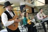 Międzynarodowy Dzień Romów w Poznaniu: W urzędzie zagrała romska kapela [ZDJĘCIA]