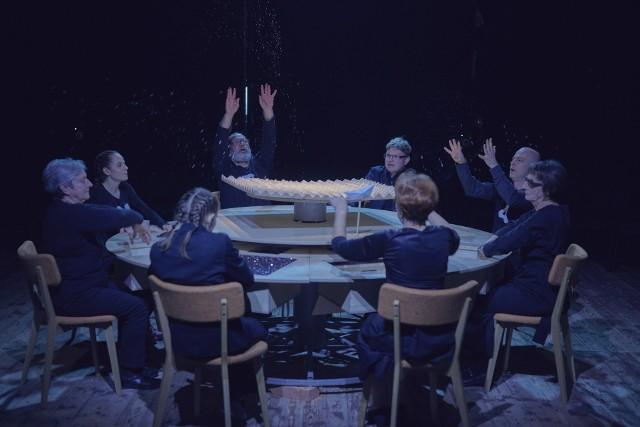 """7 marca premiera """"Rozbitków"""" w reżyserii Justyny Łagowskiej na podstawie """"Burzy"""" Williama Szekspira w Teatrze Ludowym (os. Teatralne 23)."""