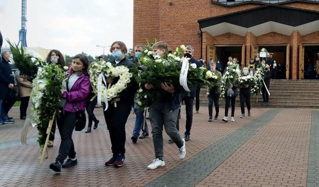 W uroczystościach pogrzebowych w Kozienicach brała też udział miejscowa młodzież szkolna.