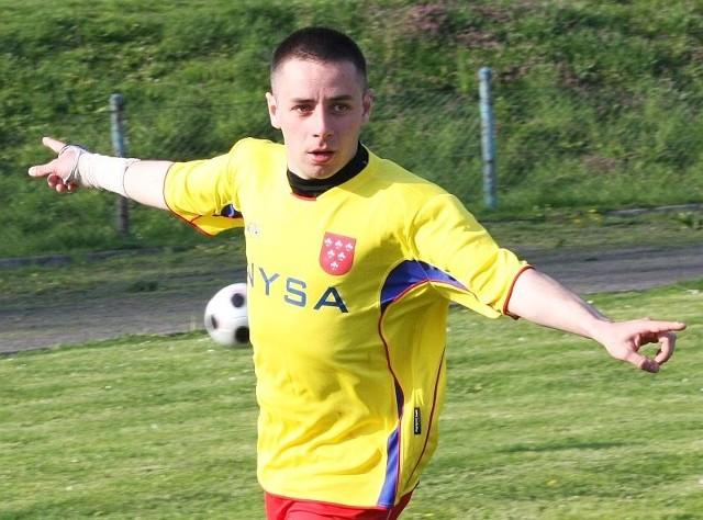 Paweł Lepak bohater ligowej kolejki. Napastnik Polonii Nysa strzelił trzy gole liderowi.