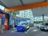 Zakrwawiony mężczyzna na stacji benzynowej na Widzewie. Interweniowała policja i pogotowie