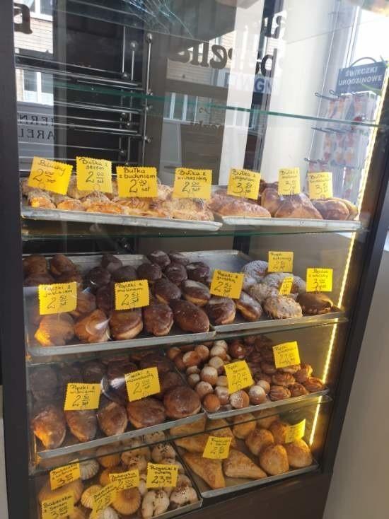 Codziennie są dostawy świeżych wyrobów cukierniczych –...