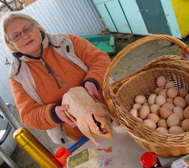 Zofia Michalska z Parnowa sprzedawała na targu jaja i francuskie kaczki.