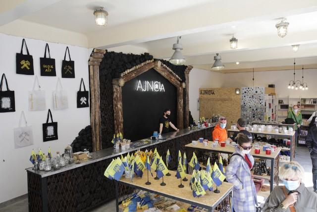 Nowy sklep z pamiątkami w Nikiszowcu. To Ajncla. Co tam można kupić?Zobacz kolejne zdjęcia. Przesuwaj zdjęcia w prawo - naciśnij strzałkę lub przycisk NASTĘPNE