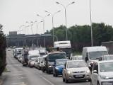 Zamieszanie na skrzyżowaniu al. Jana Pawła i ul. Obywatelskiej. Korki na al. Jana Pawła II. Potrącenie pieszego ZDJĘCIA