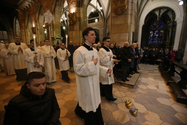 W tym roku do kościołów na świąteczne uroczystości wejdzie ograniczona liczba wiernych