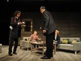 """""""Bóg mordu"""" w Teatrze Horzycy: zbyt głośny ton farsy"""