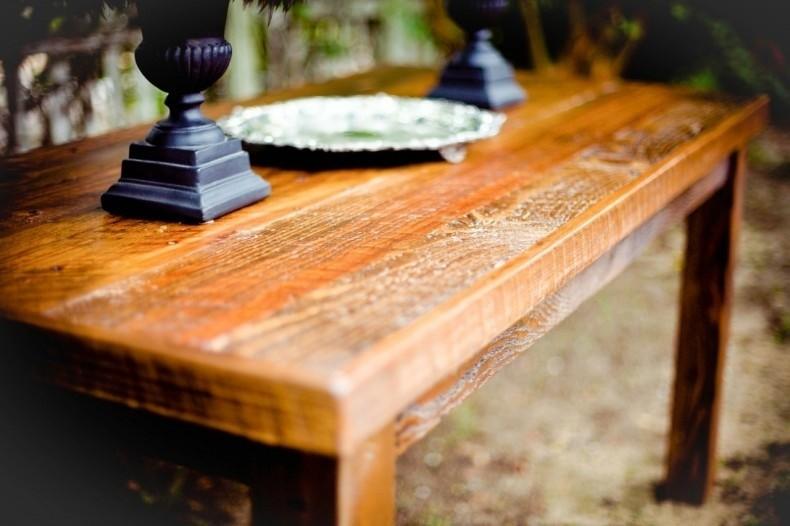Drewniane meble i podłogi, choć piękne, mogą ulec...