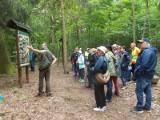 Strzelno. Zwiedzali region z przewodnikiem. Rajd PTTK Strzelno do lasu w Miradzu. Zdjęcia