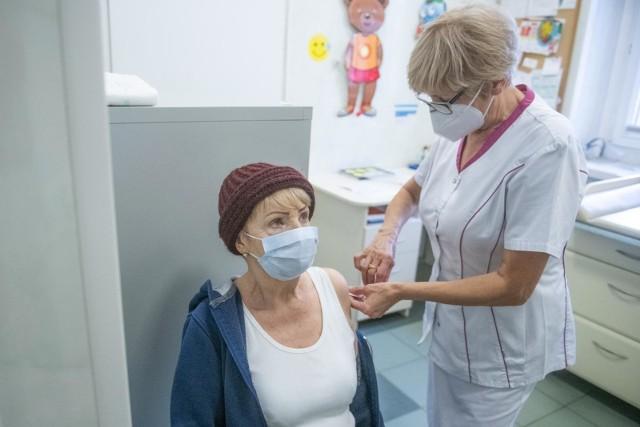 Co ze szczepieniami nauczycieli powyżej 60 roku życia?