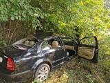 Wypadek w miejscowości Popielawy. Auto uderzyło w drzewo [ZDJĘCIA]