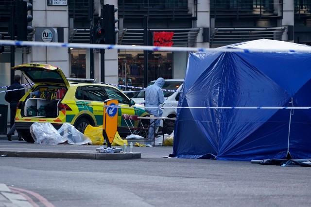 Dzień po ataku policjanci zabezpieczali ślady