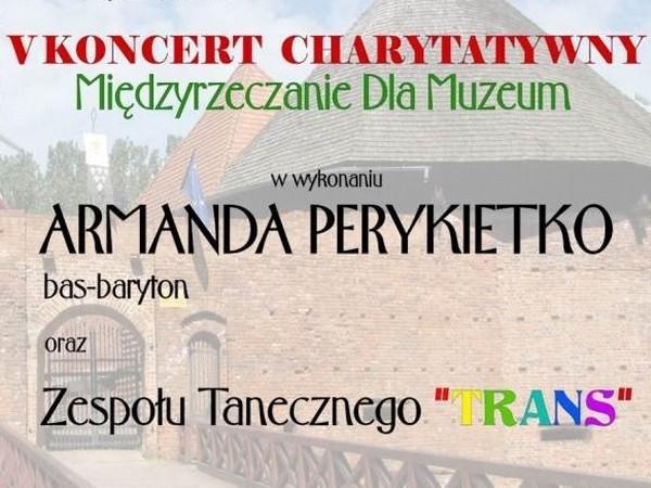 W niedzielę po południu na dziedzińcu średniowiecznego zamku odbędzie się plenerowy koncert. Wystąpi śpiewak Armand Perykietko i zespół taneczny Trans.