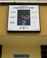 W Krzeszowicach zamontowano czujnik jakości powietrza z podświetlaną tablicą