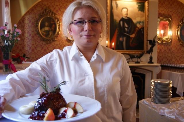 Anna Łocharczyk, szef kuchni restauracji Arsenał poleca kaczkę w winie z jabłkami i pomarańczami.