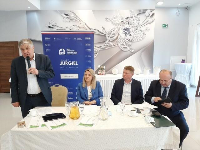 Krzysztof Jurgiel, europoseł Prawa i Sprawiedliwości podczas spotkania w Bielsku Podlaskim przypomniał, że ponad pięćdziesiąt osiem miliardów euro Polska otrzyma z Krajowego Planu Odbudowy
