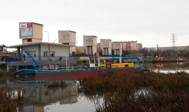 Mimo rozwiązania umowy z poprzednim wykonawcą, odmulanie zalewu w Rzeszowie ma się zakończyć do 2022 roku.